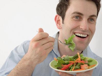 Chế độ ăn cho người đi đại tiện ra máu