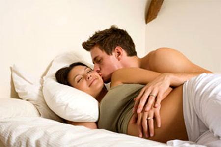 Khi mang thai có quan hệ được không?